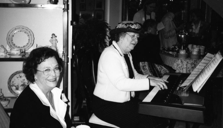 Miney Williams, Joan Knoertzer
